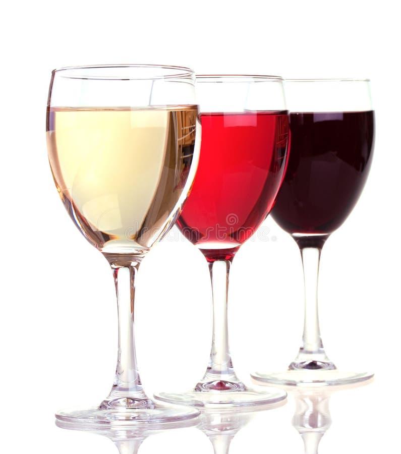 Het rood, nam en witte wijn in een wijnglazen toe stock fotografie