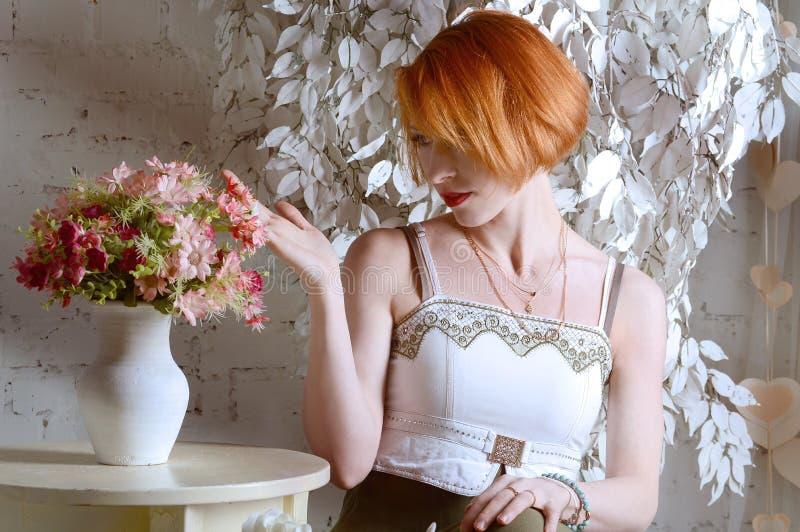 Het roodharige meisje royalty-vrije stock afbeelding