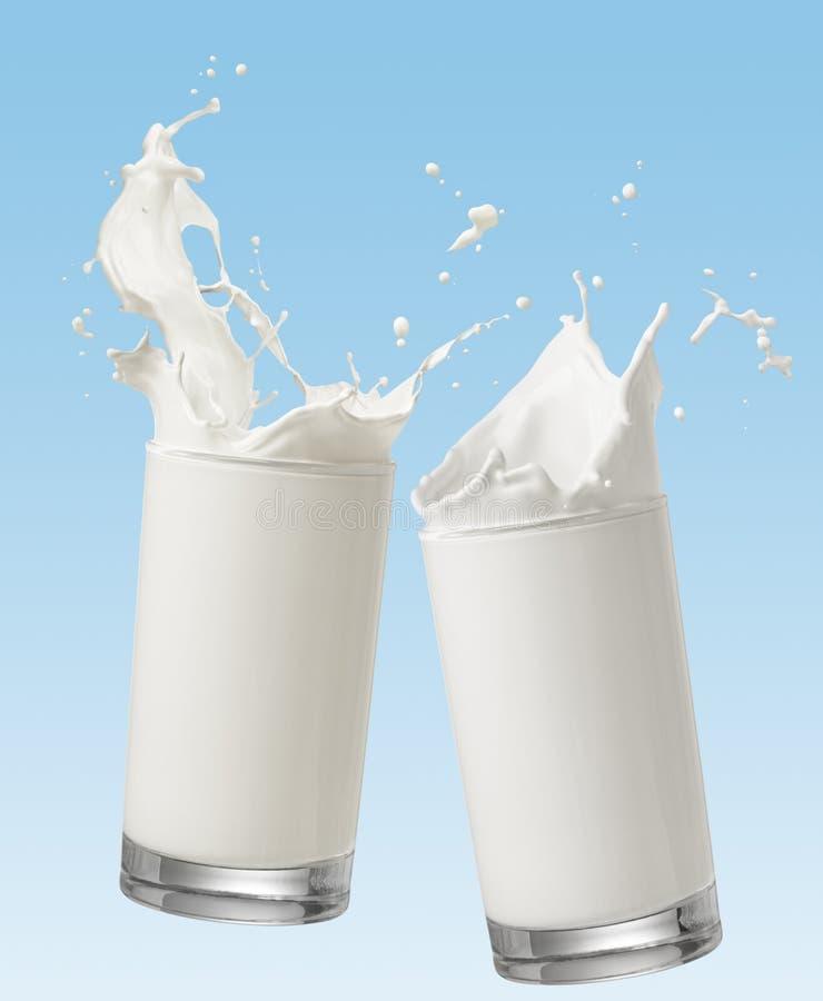 Het roosteren met melk stock fotografie