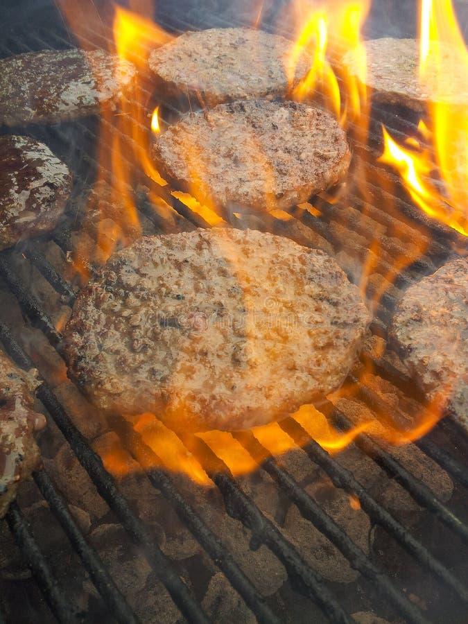 Het roosteren van hamburger royalty-vrije stock fotografie