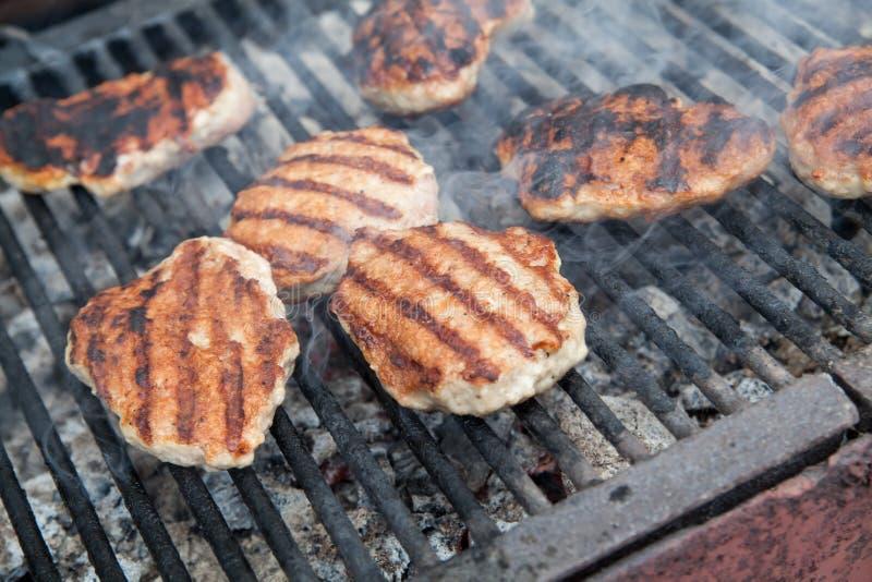 Download Het Roosteren Van Vleesballen Op Barbecue Stock Foto - Afbeelding bestaande uit voedsel, grilling: 39100152
