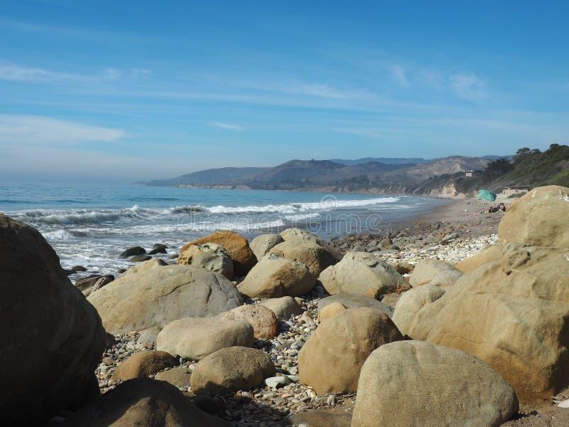 Het rotsachtige strand van Gr Stierenvechter State Park stock foto's