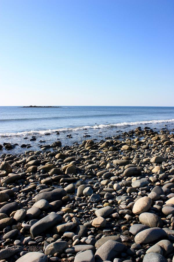 Het rotsachtige strand van New Hampshire stock foto's