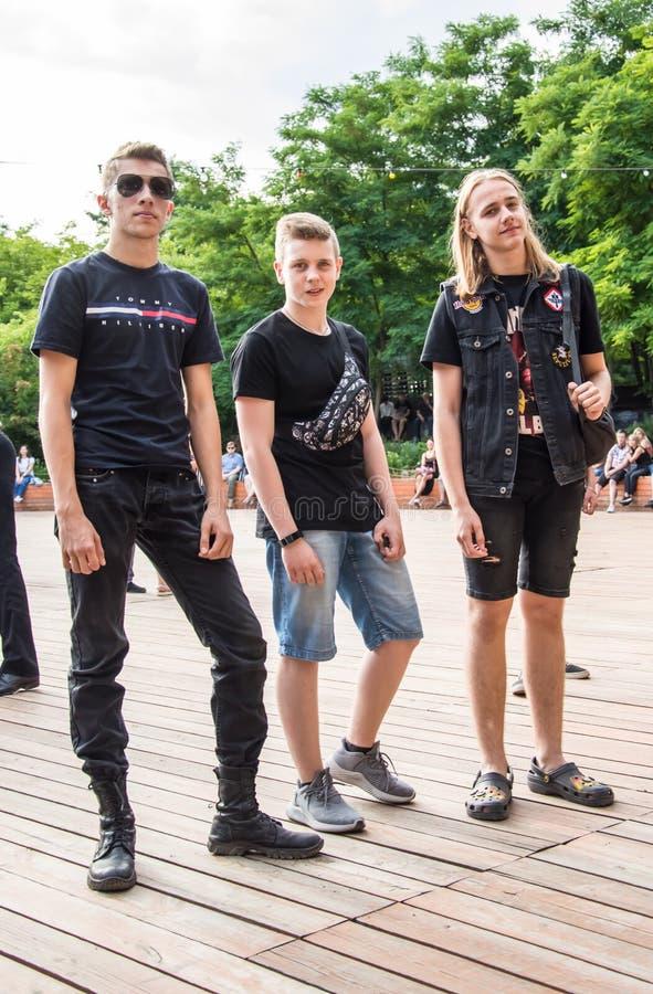 Het rotsoverleg werd gehouden in Odessa City, de Oekraïne, een openluchttheater genoemd het Groene Theater Mensen op het de zomer stock afbeeldingen