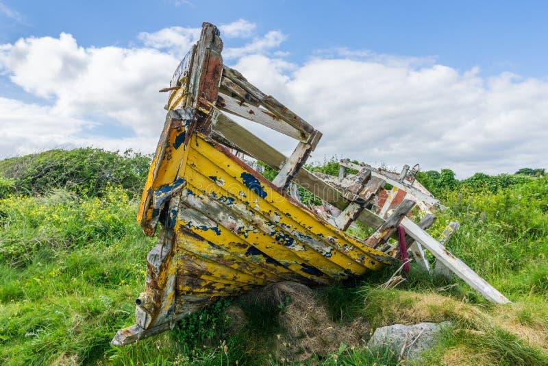 Het rotte Boot Leunen stock foto