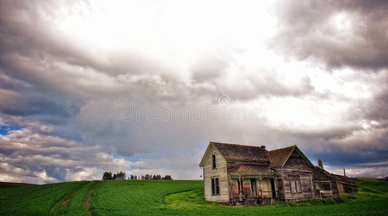 Het rottende Huis van het Landbouwbedrijf stock afbeelding