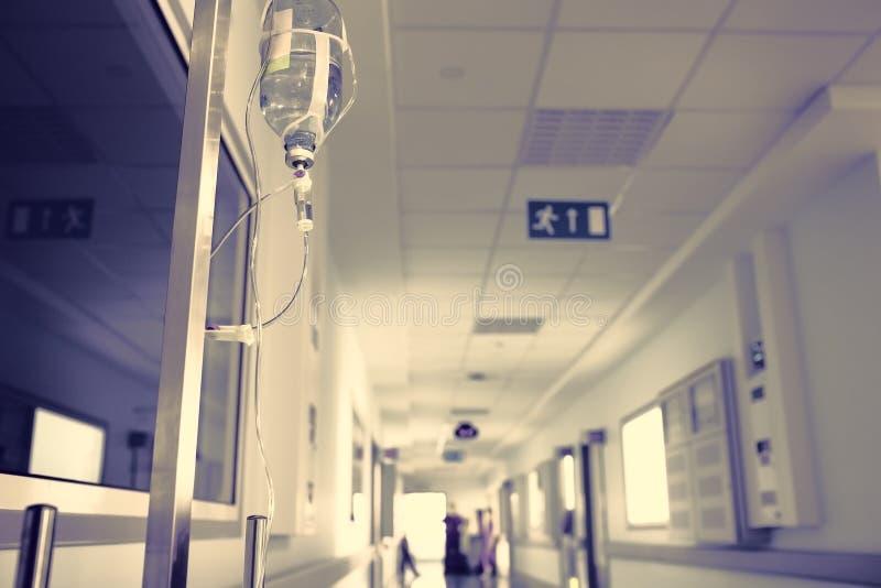 Het routineleven in de het ziekenhuisgang stock afbeelding