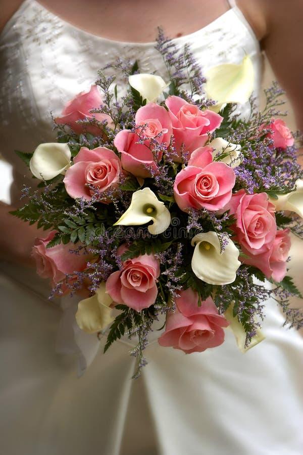 Het roze boeket van bruiden