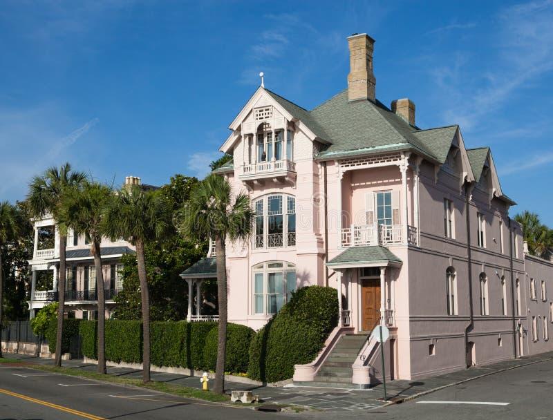 Het roze Herenhuis van de Hoek, het Park van de Batterij, Sc van Charleston stock fotografie
