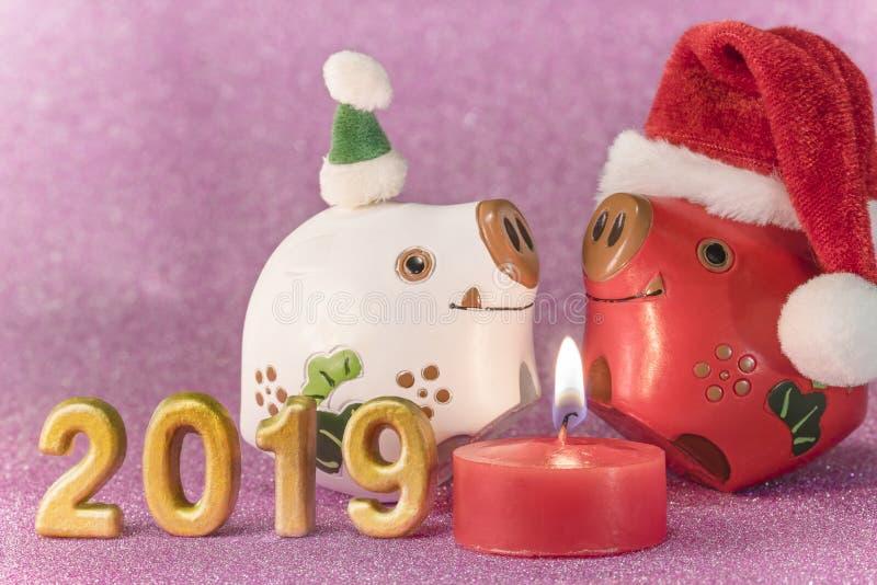 Het roze schittert achtergrond voor de Kaarten van het Nieuwjaar met grappige dieren royalty-vrije stock foto's