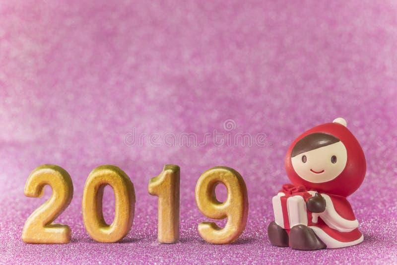 Het roze schittert achtergrond voor de Kaarten van het Nieuwjaar met leuk beeldje stock fotografie