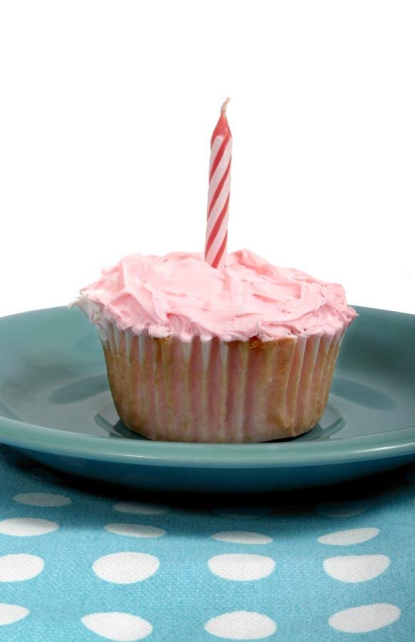 Het roze van Cupcake met roze kaars stock afbeelding