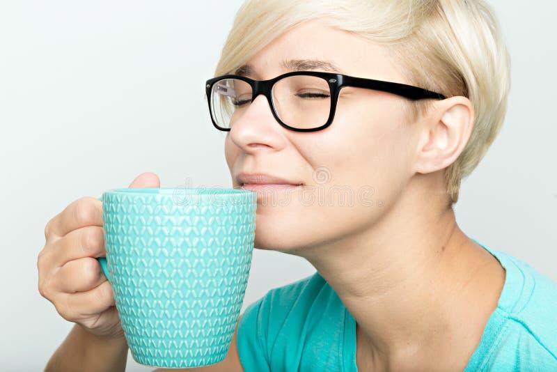 Het ruiken van cofee stock fotografie