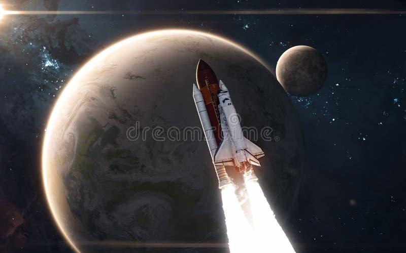 Het ruimteveer vliegt voor Aarde en Maan nadruk op: Het Knippen van MercuryWith van het Venus van de aarde Weg Science fiction royalty-vrije stock afbeelding