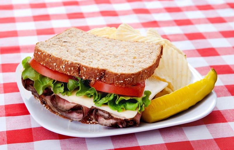 Het rundvleessandwich van het braadstuk stock foto