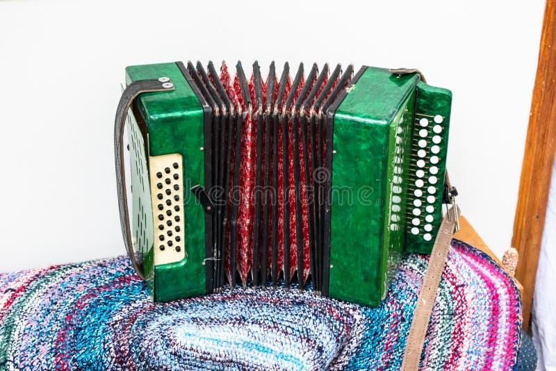 Het Russische groen is een muzikaal instrument royalty-vrije stock foto