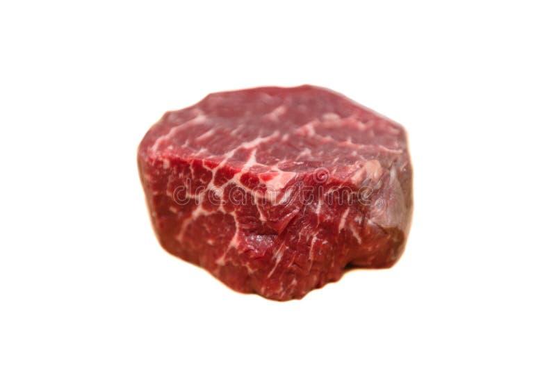 Het ruwe Filethaakwerk Mignon van lapje vleeschateaubriand van rundvlees die op een wit liggen stock foto