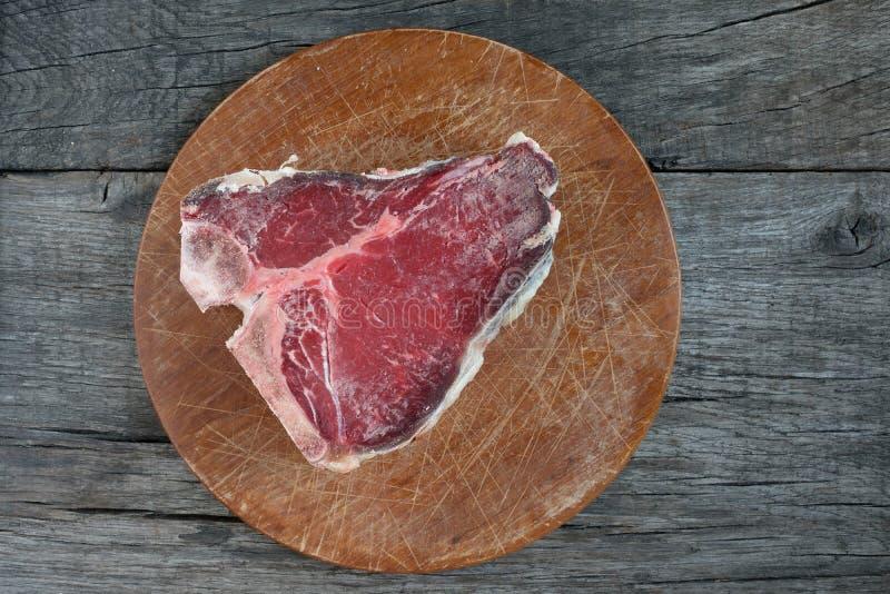 Het ruwe lapje vlees van stuk droge oude porterhouse royalty-vrije stock foto's