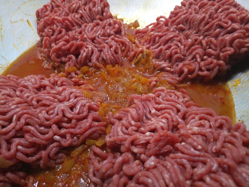 Het ruwe rundvlees hakt het braden fijn royalty-vrije stock foto's