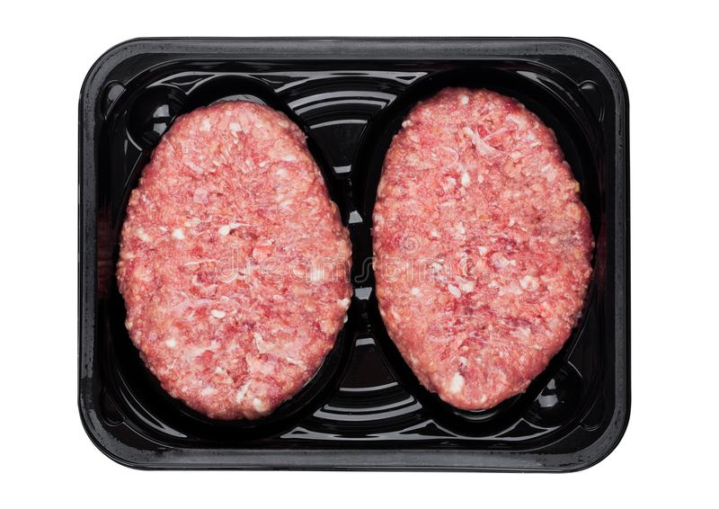 Het ruwe verse lapje vlees van het rundvleeshertevlees in plastic dienblad stock afbeeldingen