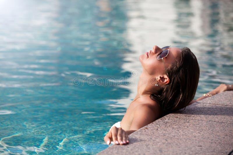 Het ` s een mooie dag voor zwemt royalty-vrije stock afbeeldingen