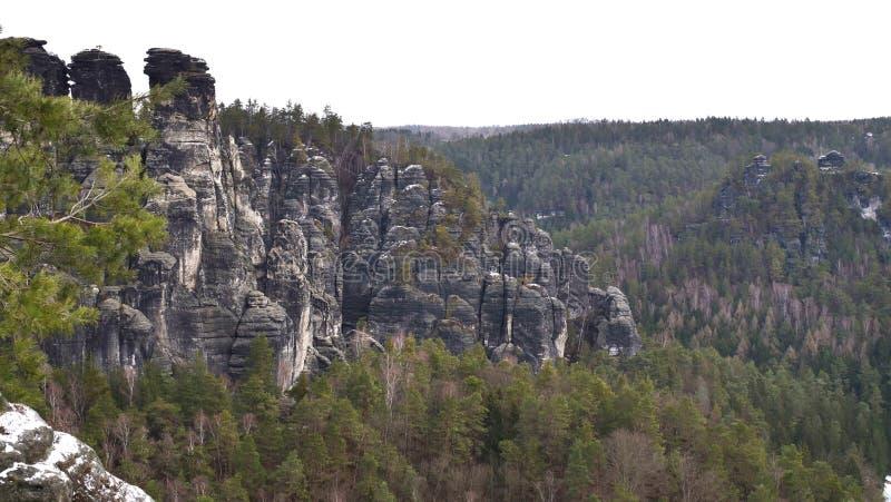 Het Saksische Nationale Park van Zwitserland is een vorming van zandige rotsen royalty-vrije stock afbeeldingen