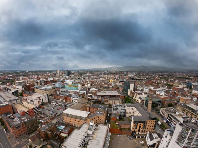 Het Satellietbeeld van Belfast, Noord-Ierland van architectuur en gebouwen Weergeven op Stad van hierboven stock foto