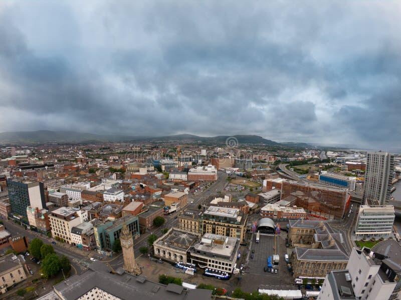Het Satellietbeeld van Belfast, Noord-Ierland van architectuur en gebouwen Weergeven op Stad van hierboven stock foto's