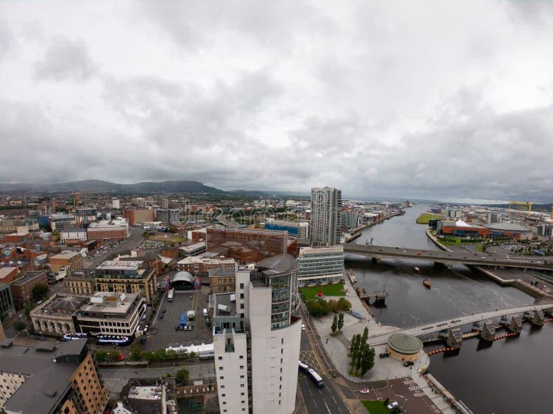 Het Satellietbeeld van Belfast, Noord-Ierland van architectuur en gebouwen Weergeven op Stad van hierboven royalty-vrije stock afbeelding