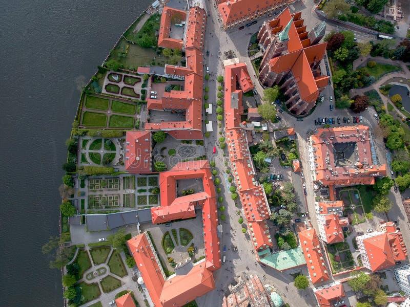 Het satellietbeeld van Wroclaw: Ostrow Tumski, Kathedraal van St John de Doopsgezinde en Collegiale Kerk van het Heilige Kruis en royalty-vrije stock fotografie
