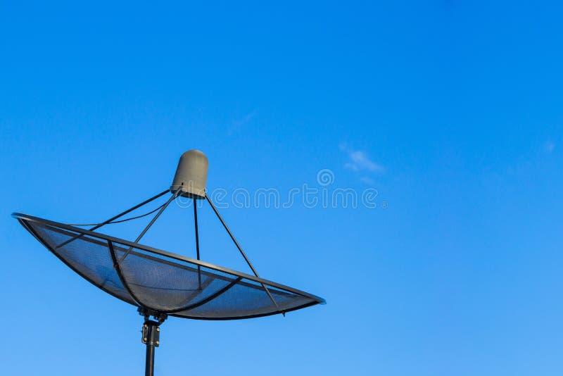 Het satellietnetwerk van de schotelscommunicatietechnologie stock foto's