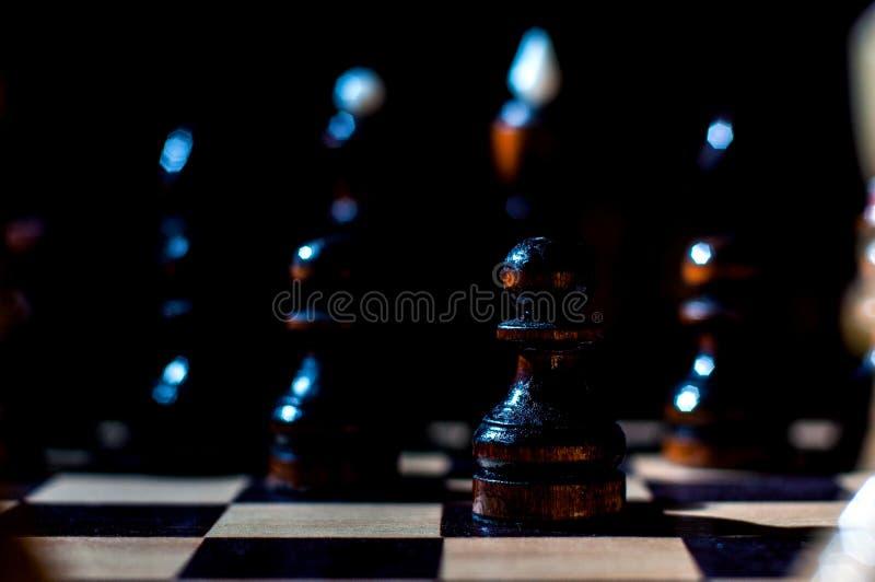 Het schaak is een spel van de logicaraad met speciale stukken die op een 64 celraad voor twee tegenstanders, elementen van kunst, royalty-vrije stock foto