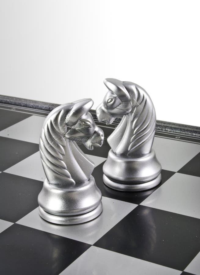 Het Schaak van twee Paarden stock afbeelding