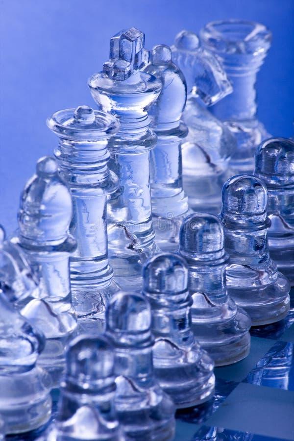 Het schaakraad van het glas en stukken stock afbeelding