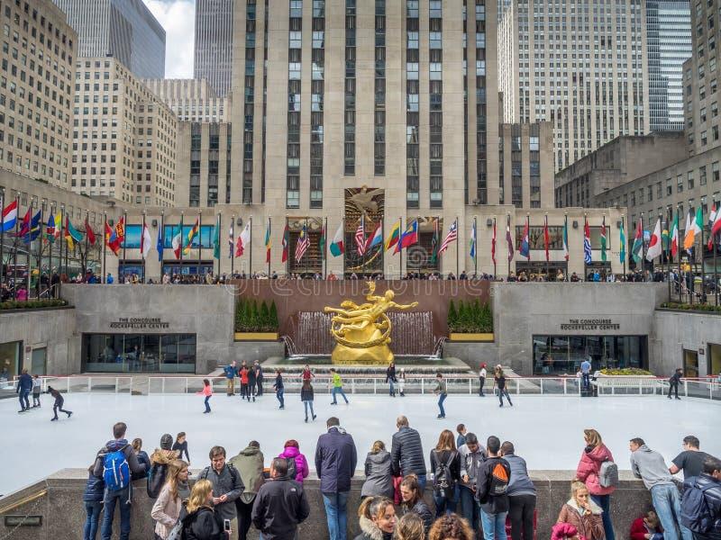 Het schaatsen op het Rockefeller-Centrum royalty-vrije stock afbeeldingen