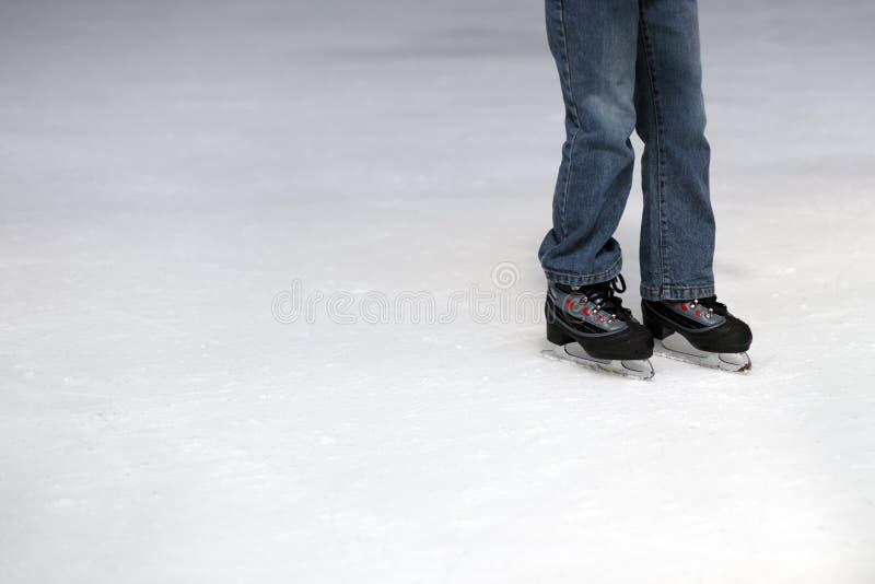 Het schaatsende kind van het ijs stock fotografie