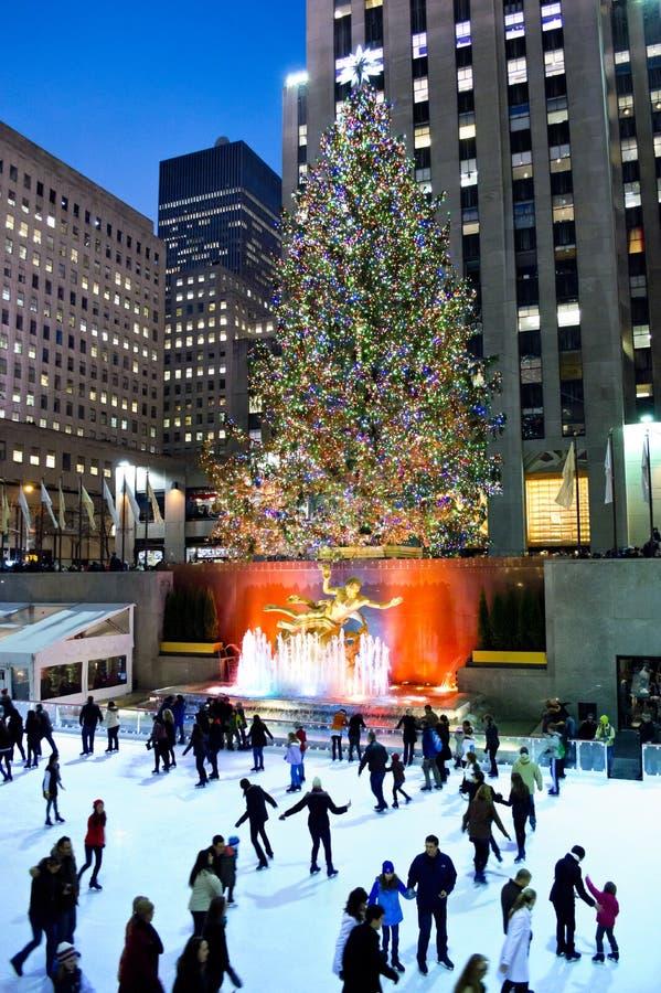Het Schaatsende Rockefeller Centrum van het ijs 2012 stock fotografie