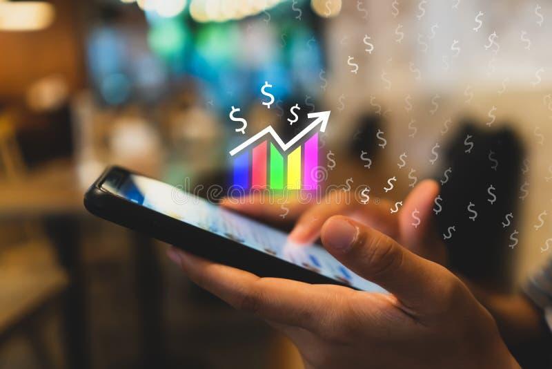 Het scherm van het de grafiekpictogram van de marktvoorraad van smartphoneachtergrond Het financiële de droomleven die van de bed royalty-vrije stock foto's