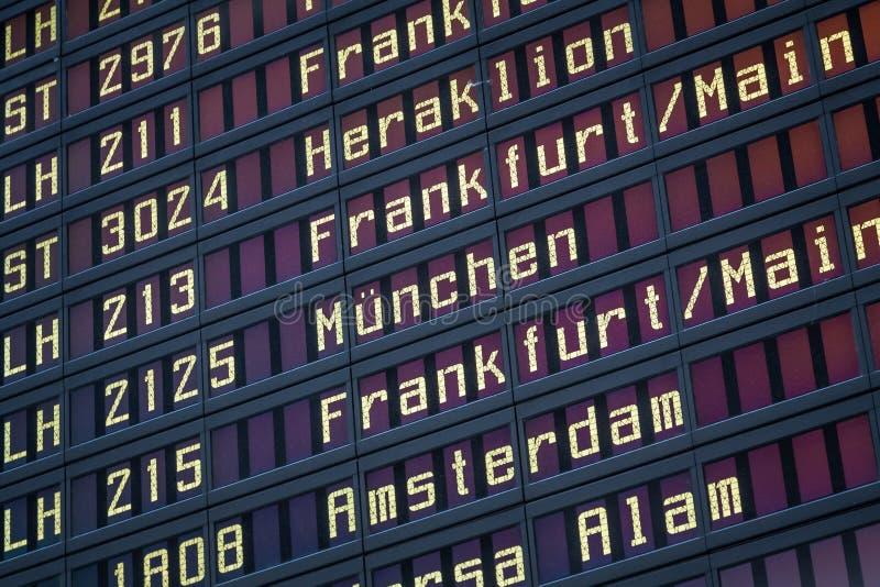 Het scherm van de luchthavenvlucht stock foto's