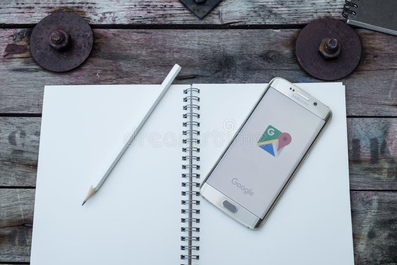 Het scherm van googlekaarten wordt geschoten op de melkwegs6 rand die van Samsung royalty-vrije stock fotografie
