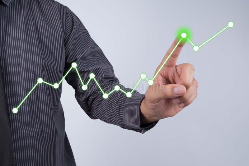 Het schermconcept van de zakenmanaanraking - de Groeigrafiek royalty-vrije stock afbeeldingen