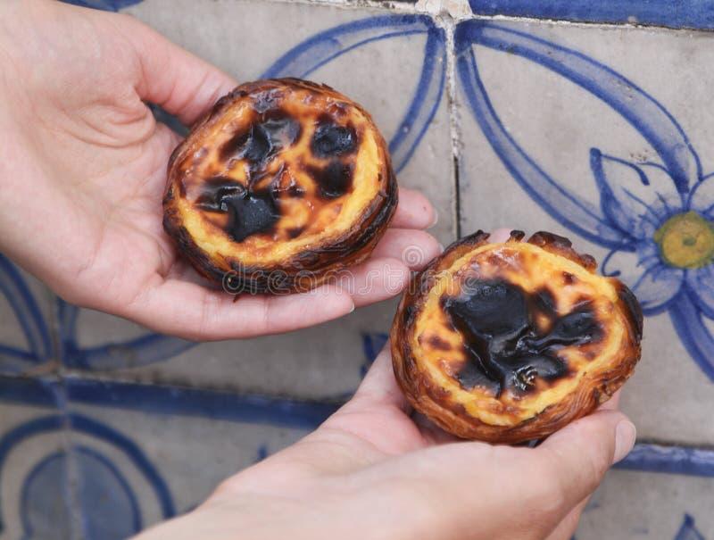 Het scherpe, typische Portugese dessert van het Pasteisde Belem ei stock fotografie
