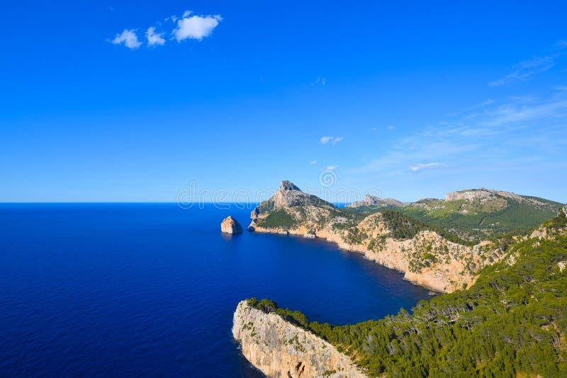 Het schiereiland van kaapformentor en diepe blauwe overzees royalty-vrije stock afbeelding
