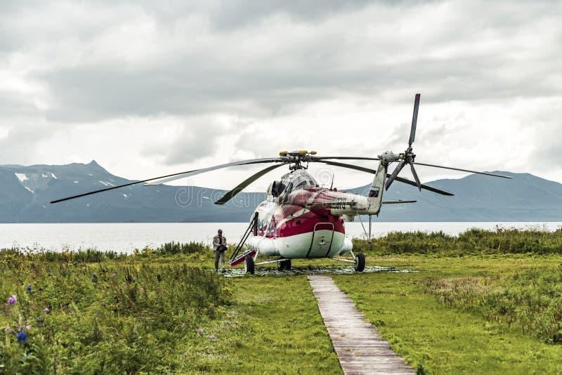 Het Schiereiland van Kamchatka, Rusland - Augustus 23, 2017: Helihaven in Natuurreservaat op het Schiereiland van Kamchatka royalty-vrije stock foto's