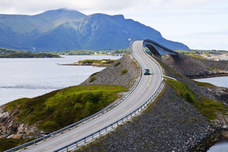 Het schilderachtige landschap van Noorwegen. Atlanterhavsvegen stock foto's
