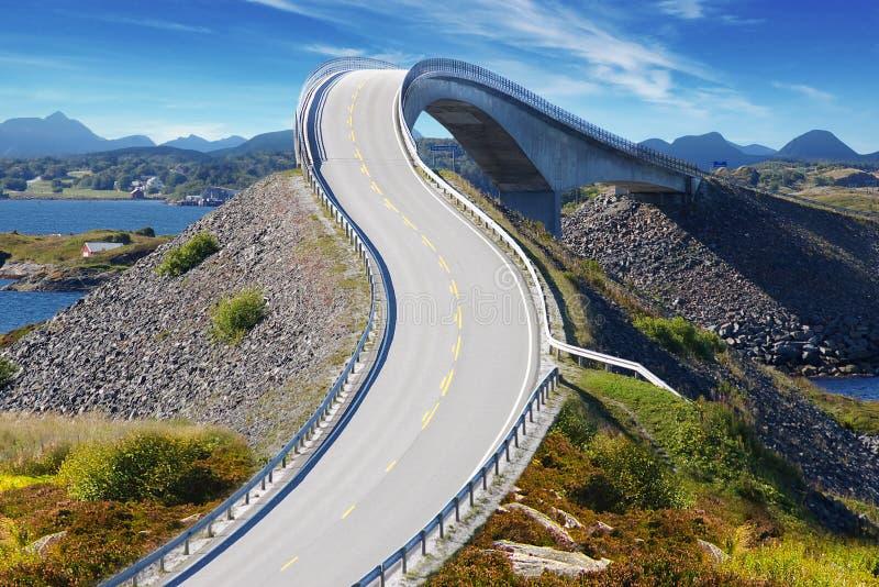 Het schilderachtige landschap van Noorwegen. Atlanterhavsvegen royalty-vrije stock foto