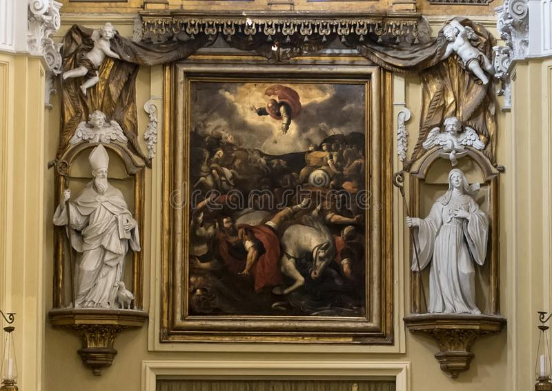 Het schilderen en de standbeelden boven de leiding veranderen, Chiesa Di San Paolo, historisch centrum van Sorrento, Italië royalty-vrije stock afbeelding