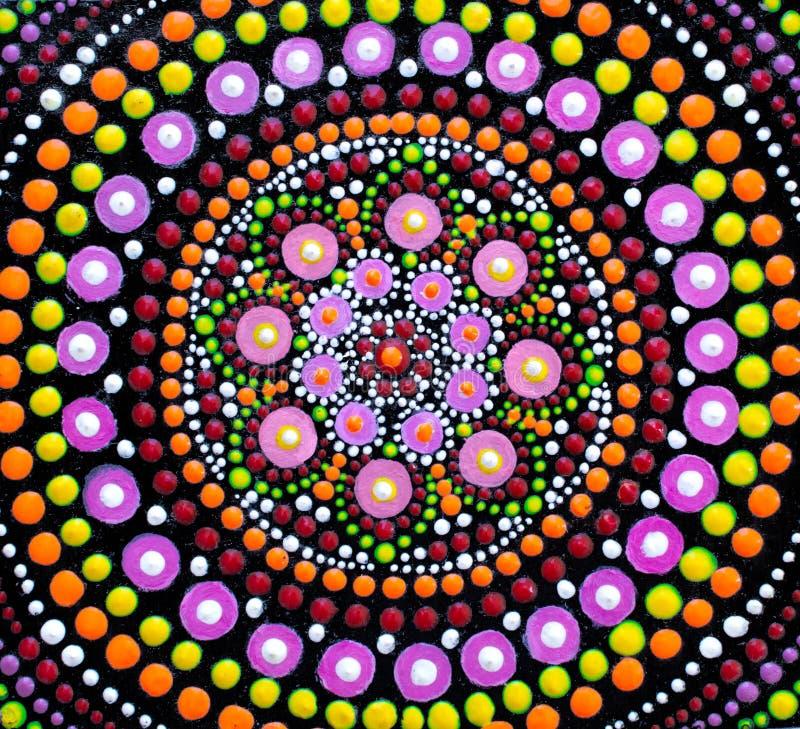 Het schilderen, mandala, verschillende heldere kleuren royalty-vrije illustratie