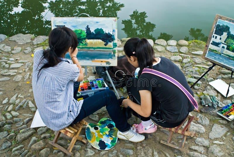 Het schilderen naast het meer royalty-vrije stock fotografie