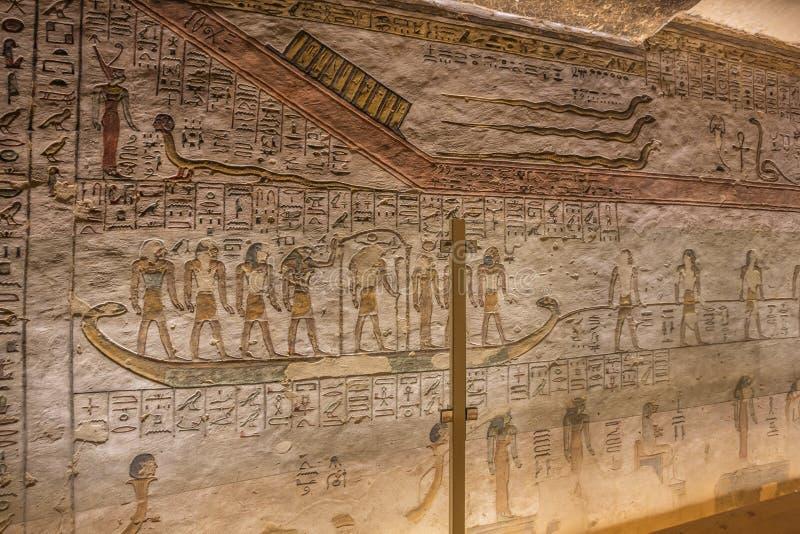 Het schilderen van Apophis op een muur in het graf van Ramesses III stock fotografie